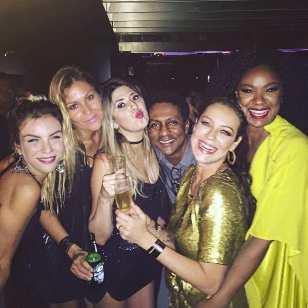 Luana Piovani comemora aniversário com amigos (Foto: Instagram/Reprodução)