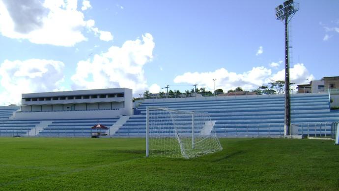 Estádio Genervino da Fonseca, do Crac, em Catalão (Foto: Renata Tavares)