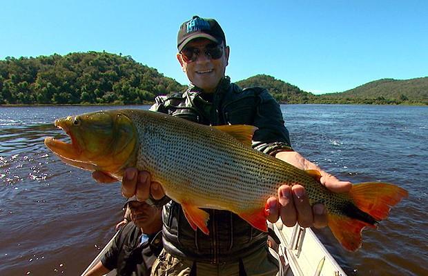 Em pescaria no Paraguai não poderiam faltar os belos dourados (Foto: Reprodução EPTV)
