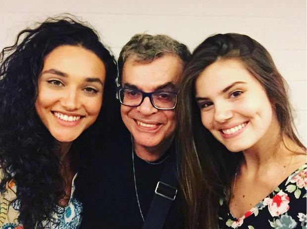 Débora Nascimento, Walcyr Carrasco e Camila Queiroz posam juntos (Foto: Reprodução/Instagram)