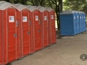 Banheiros químicos substituem sanitários em rodoviária de Joinville (Foto: Reprodução/RBS TV)