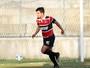 Autor de gol em jogo-treino, Everton Santos ganha vaga de Barbio no Santa