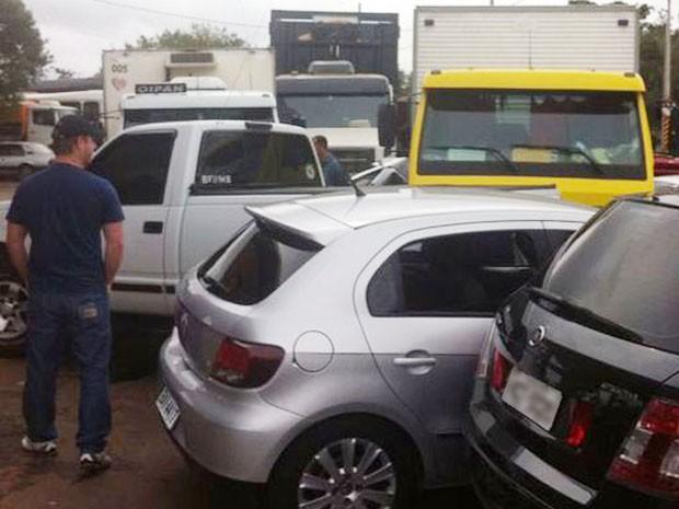 No total, dez veículos foram atingidos pela carreta (Foto: Arquivo Pessoal)