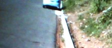 Falta de meio-fio traz danos a rua (Bernardo Lima/VC no G1)