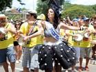 Emanuelle Araújo curte o pré-carnaval no Monobloco, em São Paulo