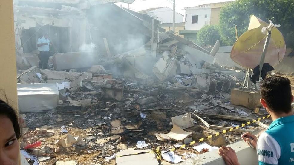 Agência ficou completamente destruída (Foto: Leonilson Batista)