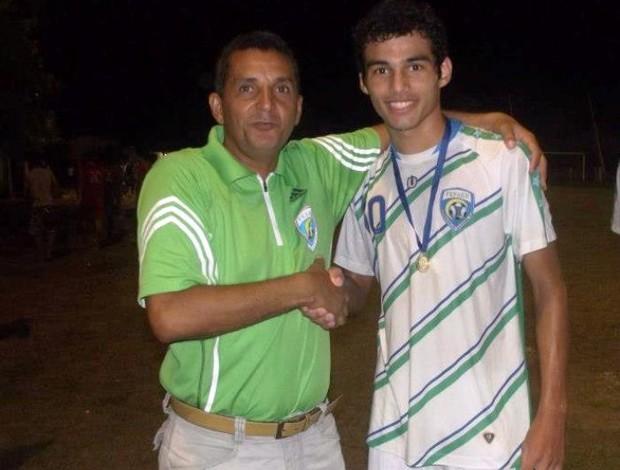 Marquinhos Ca-cai com Thiago Maia no tempo que o atleta jogava no Extremo Norte (Foto: Arquivo pessoal)