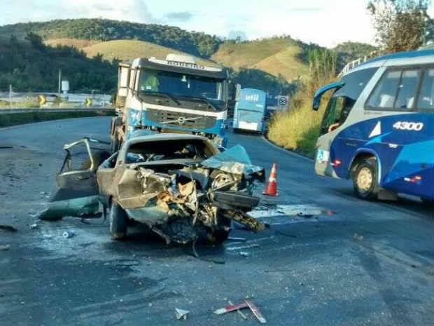 09d6d6732e2 G1 - Motorista morre em acidente na BR-040 em Santos Dumont