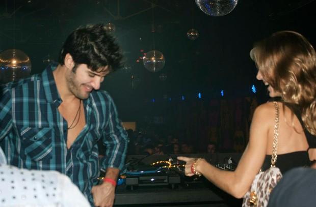 Marcello e a namorada, Hazel Fischdick (Foto: Carlotto/ Divulgação)