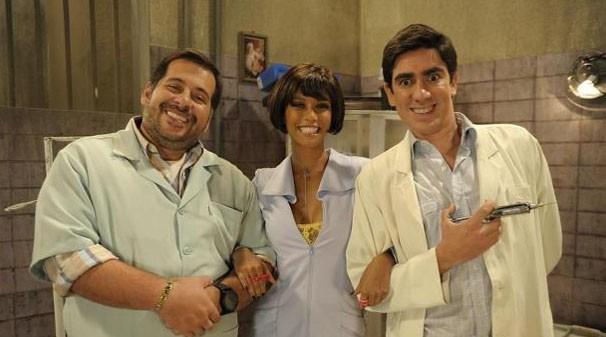 """Leandro Hassum, Taís Araújo e Marcelo Adnet interpretam um trio de justiceiros em """"O Dentista Mascarado"""" (Foto: ESTEVAM AVELLAR / TV Globo/Divulgação)"""