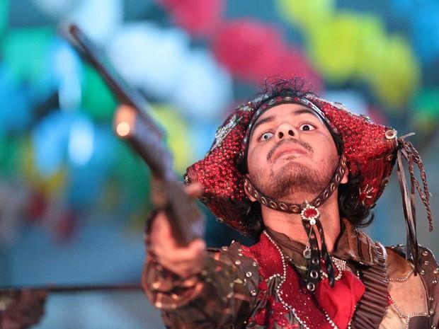 Integrante do grupo Xodó Xamego se fantasiou de Lampião  (Foto: Jonathan Lins/G1)