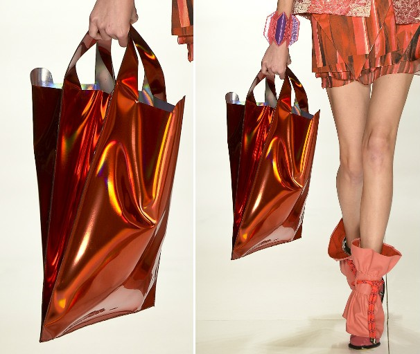 A sacola plástica da Triton (Glamour <3)  (Foto: Agência Fotosite)