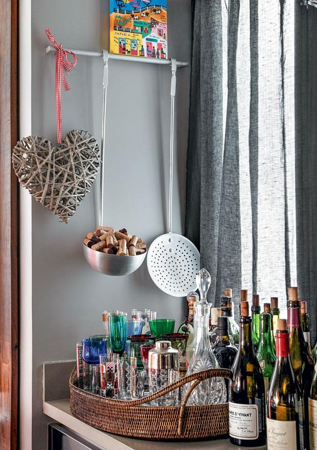 apartamento-duplex-Fernanda-Pessoa-de-Queiroz-bar (Foto: Denilson Machado/MCA Estúdio/Editora Globo)