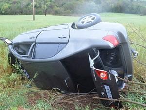 Condutor do veículo tentou ultrapassagem e beteu de frente com caminhão em Sarandi (Foto: Divulgação/Site Norte RS/Sarandi)