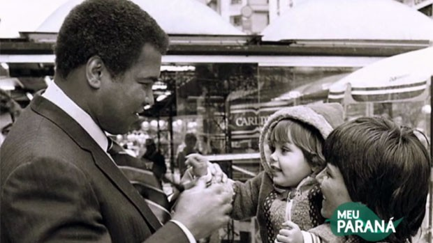 Quem são a mãe e o bebê que conheceram MMuhammad Ali? (Reprodução/RPC)