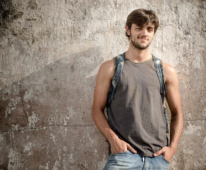 Felipe Simas será o morador de rua Jonatas (Foto: Globo/Renato Rocha Miranda)