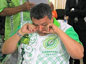 Presidente da Aparecida se emociona durante a apuração das notas (Foto: Camila Henriques/G1 AM)