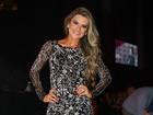 Mirella Santos usa look curto e deixa pernas de fora em show em São Paulo