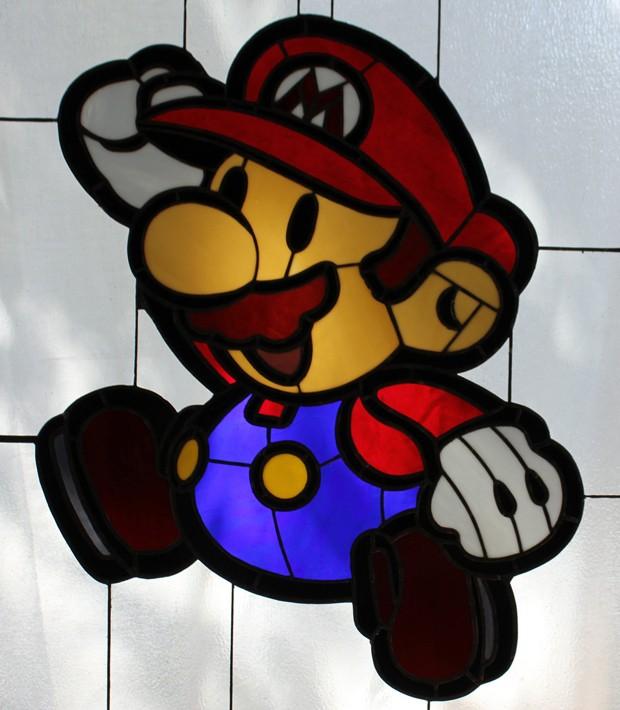 Vitrais nerds exibem imagens do mundo dos videogames como Mario e Zelda (Foto: Reprodução/Etsy)