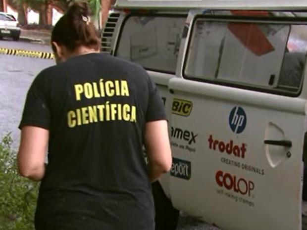 À polícia, o marido da vítima disse que ambos tinham o hábito de descansar no carro logo após o almoço (Foto: Reprodução / RPC)