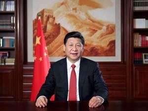 O presidente da China, Xi Jinping, faz seu discurso de Ano Novo para a mídia estatal em Pequim (Foto: Lan Hongguang/Xinhua/Reuters)