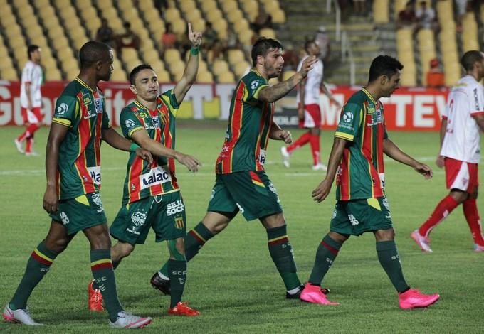 Pimentinha comemora primeiro gol sobre Mogi Mirim no Castelão (Foto: De Jesus/O Estado)