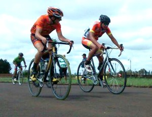 Ciclistas de Prudente disputaram Tour do Paraguai neste final de semana (Foto: Fernando Camargo / Cedida)