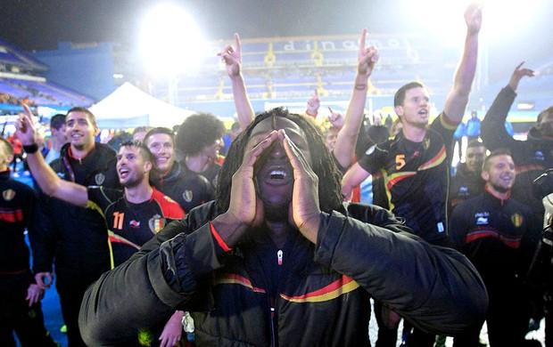 Romelu Lukaku comemoração Bélgica Copa do Mundo bandeira  (Foto: Reuters)