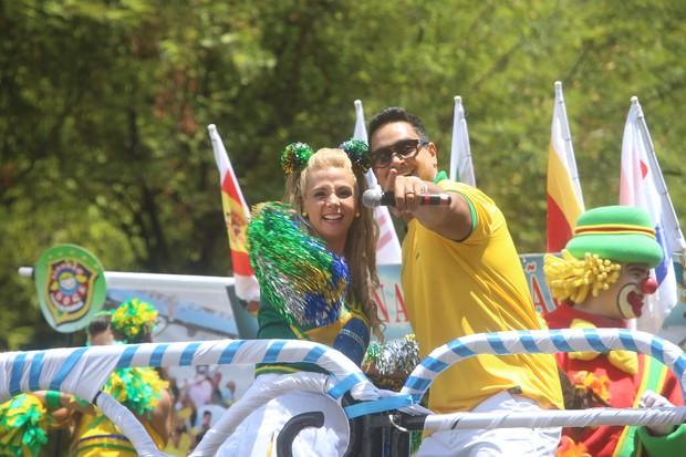 Carla Perez, Xanddy e filhos em trio no carnaval de Salvador (Foto: Divulgação / Fred Pontes)