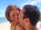 De biquíni, Marina Ruy Barbosa aparece beijando o namorado em foto