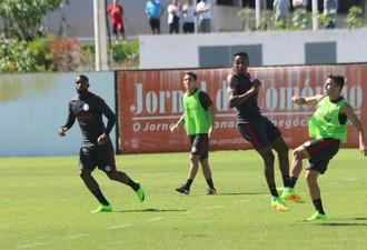 Andrigo Edenílson Eduardo Seijas Junio Inter (Foto: Tomás Hammes/GloboEsporte.com)