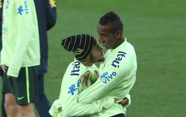 Neymar e Talisca treino da Seleção (Foto: Bruno Domingos / Mowa Press)