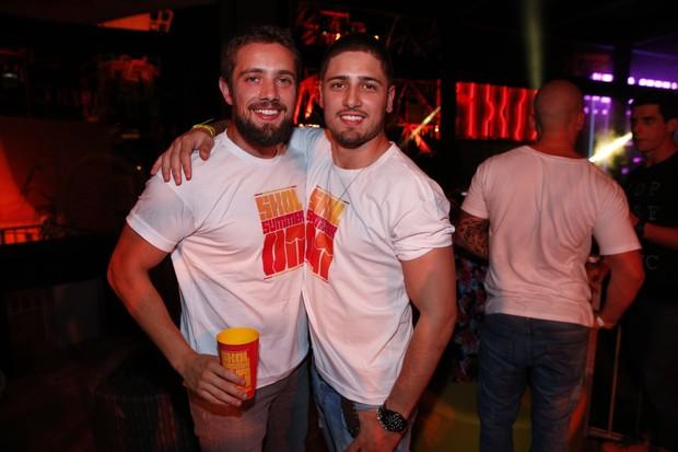 Rafael Cardoso e Daniel Rocha em evento de música (Foto: Felipe Panfili / AgNews)