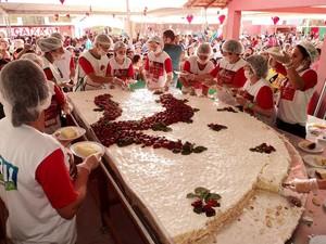 Tortas serão vendidas no valor simbólico de R$ 3,00 (Foto: Divulgação/ Associação Festa do Morango- Afemo)
