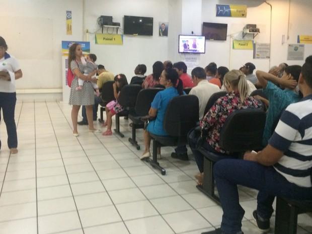 Paineis de senhas eletrônicas do Vapt-Vupt em Aparecida de Goiânia estavam desligados, em Goiás (Foto: Reprodução/TV Anhanguera)