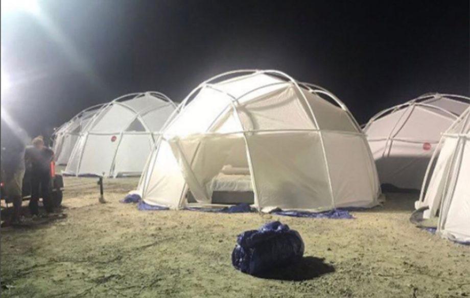 As acomodações em resorts de luxo do Fyre Festival não eram bem isso (Foto: Reprodução/Twitter)
