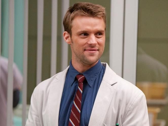Jesse Spencer como o Dr. Robert Chase em