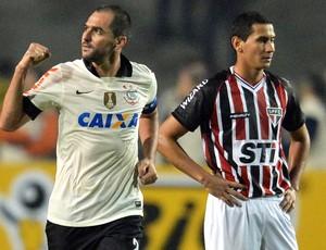 Danilo comemora, Corinthians x São Paulo - final Recopa (Foto: AFP)