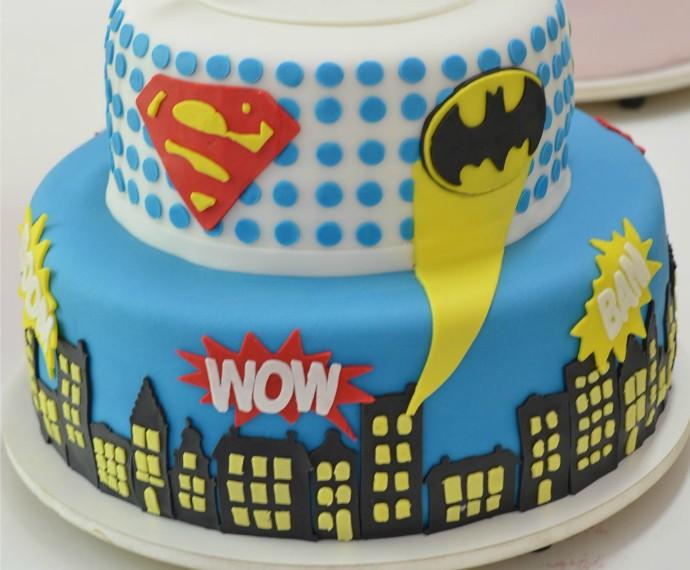 Mistura com Rodaika Patricia Wilhelm Naked Cake Bolos Artísticos Super Man Batman (Foto: Divulgação/Misses Cakes)