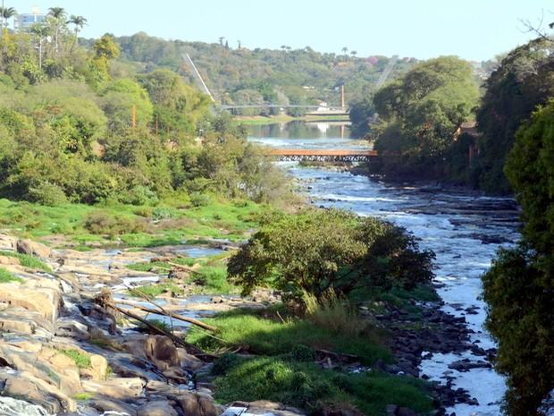 Rio Piracicaba em foto tirada no dia 21 de agosto de 2014 (Foto: Fernanda Zanetti/G1)