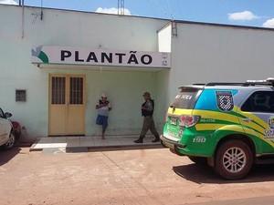 Policiais militares encontraram delegacia fechada (Foto: Luis Carlos/RealidadeemFoco)