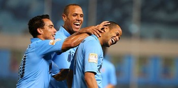 Luis Fabiano, Geuvânio e Jadson comemoram vitória do Tianjin Quanjian (Foto: Osports.cn)
