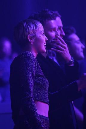 Miley Cyrus e Patrick Schwarzenegger em festa em Las Vegas, nos Estados Unidos (Foto: Gabe Ginsberg/ Getty Images)