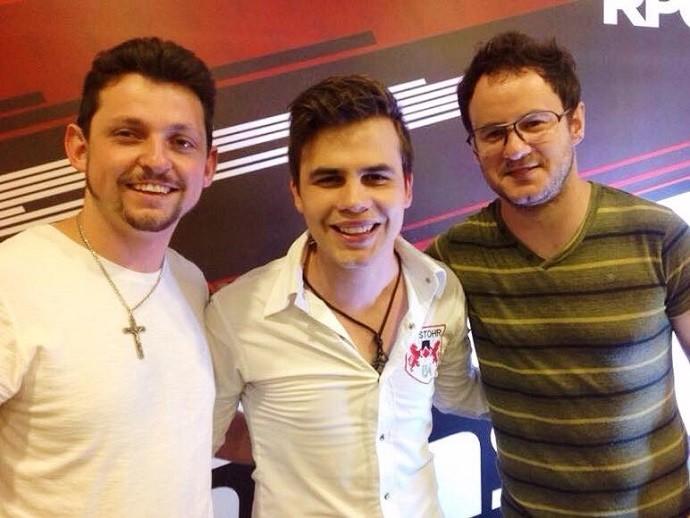 Danilo Dyba ao lado dos companheiros de banda (Foto: Divulgação/RPC)