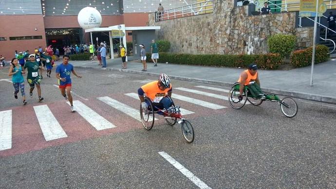 Corrida Pedestre Henrique Archer Pinto 2014 cadeirantes (Foto: Marcos Dantas)
