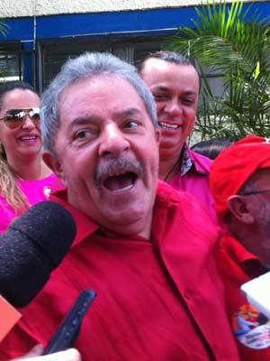 Ex-presidente votou em São Bernardo do Campo na manhã deste domingo (Foto: Letícia Macedo/G1)