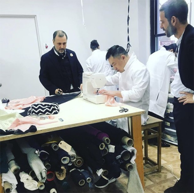 Atelier Caito for Herve Pierre The first collection of 12 pieces under the designer's own name in New York today. (Foto: @suzymenkesvogue)