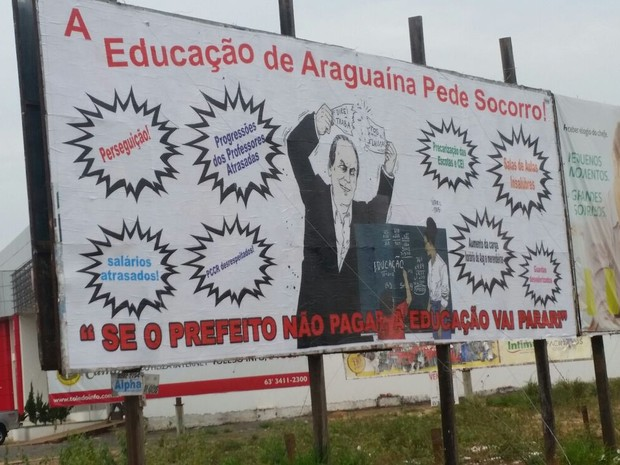 Outdoor instalado pelo Sindicato dos Trabalhadores em Educação, em Araguaína  (Foto: Divulgação/Sintet)