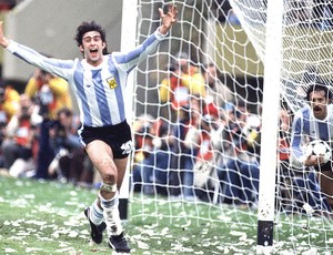 Mario Kempes bola da Copa do Mundo 1978 (Foto: Getty Images)