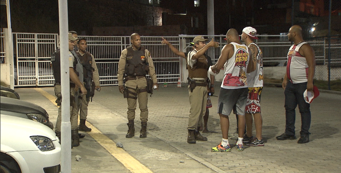 Confusão no estádio de Cajazeiras (Foto: Reprodução / TV Bahia)